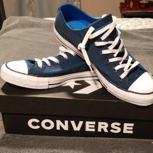 Brand new women's Converse
